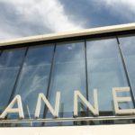 Современная дизайнерская вилла счастным садом, бассейном, парковкой, террасой ивидом наморе, Канны, Франция